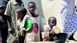 Children line up for food (courtesy National Mirror)
